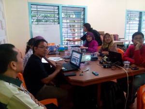 Rapat dengan PT Chevron, presentasi dari AJI Pekanbaru untuk Journalis Camp