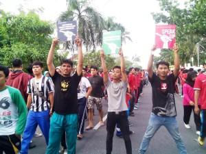 Forum Pers Mahasiswa (Fopersma) turut dalam aksi simpatik peringatan WPFD 2015, di Arena Car Free Day, Jl. Diponegoro Pekanbaru